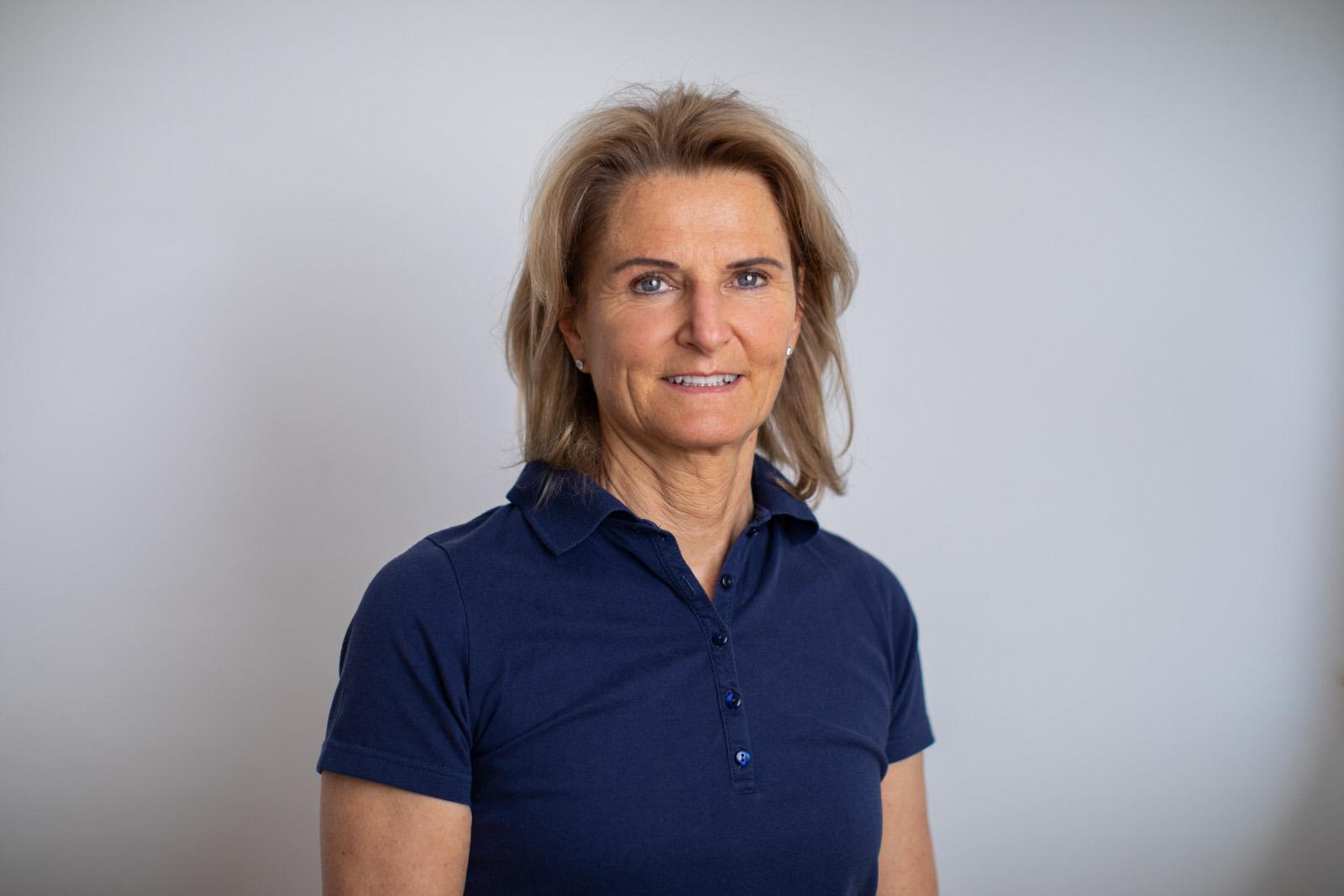 Dr. Evelyn Mayr